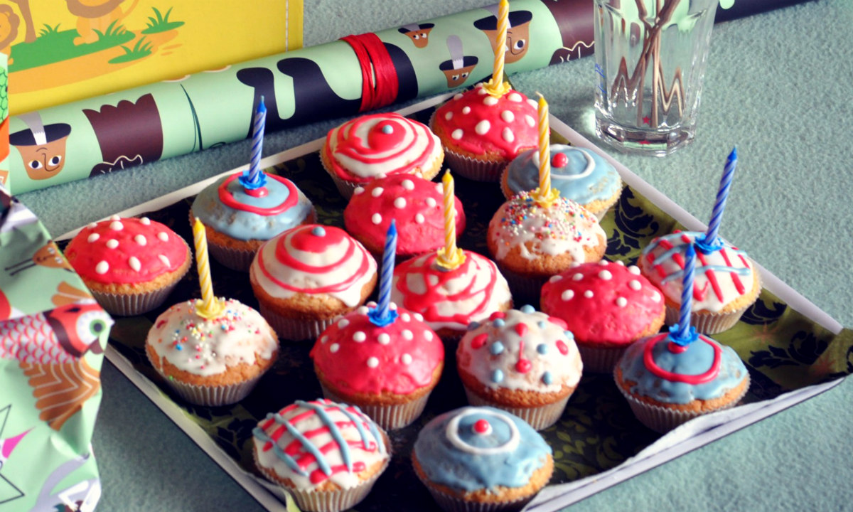 rezept bunte muffins f r den kindergeburtstag verflixter alltag der kuriose mama blog. Black Bedroom Furniture Sets. Home Design Ideas