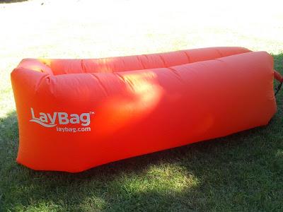 Wie bekommt man die Luft in den Laybag?