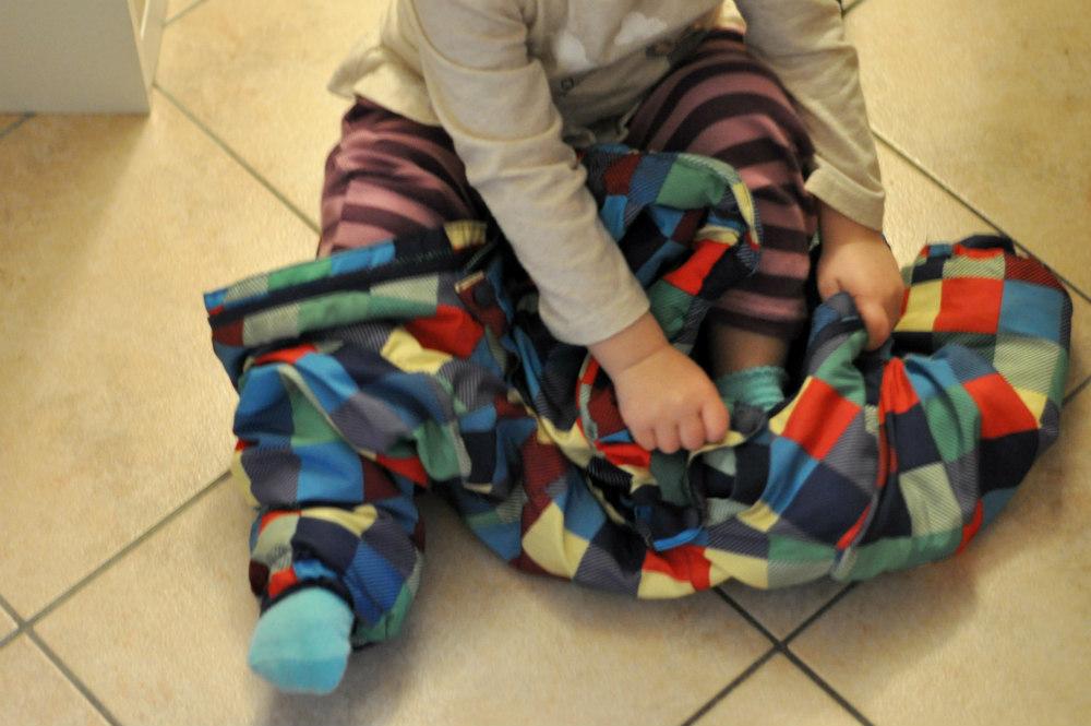 18 Monate Kind selber anziehen