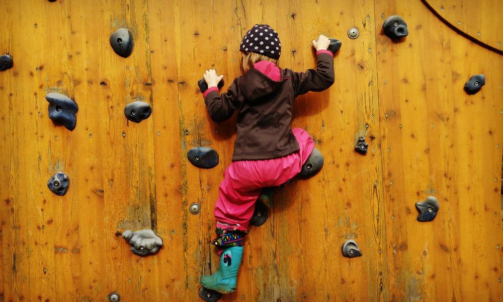 Kletterwand_Kind