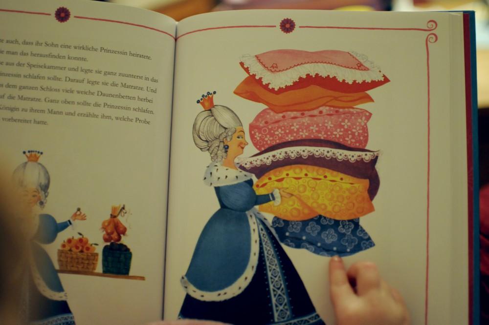 11_Buch_Vorlesen_Prinzessin_auf_der_Erbse